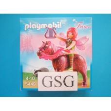 Fee Surya met Ruby-paard nr. 5449-01